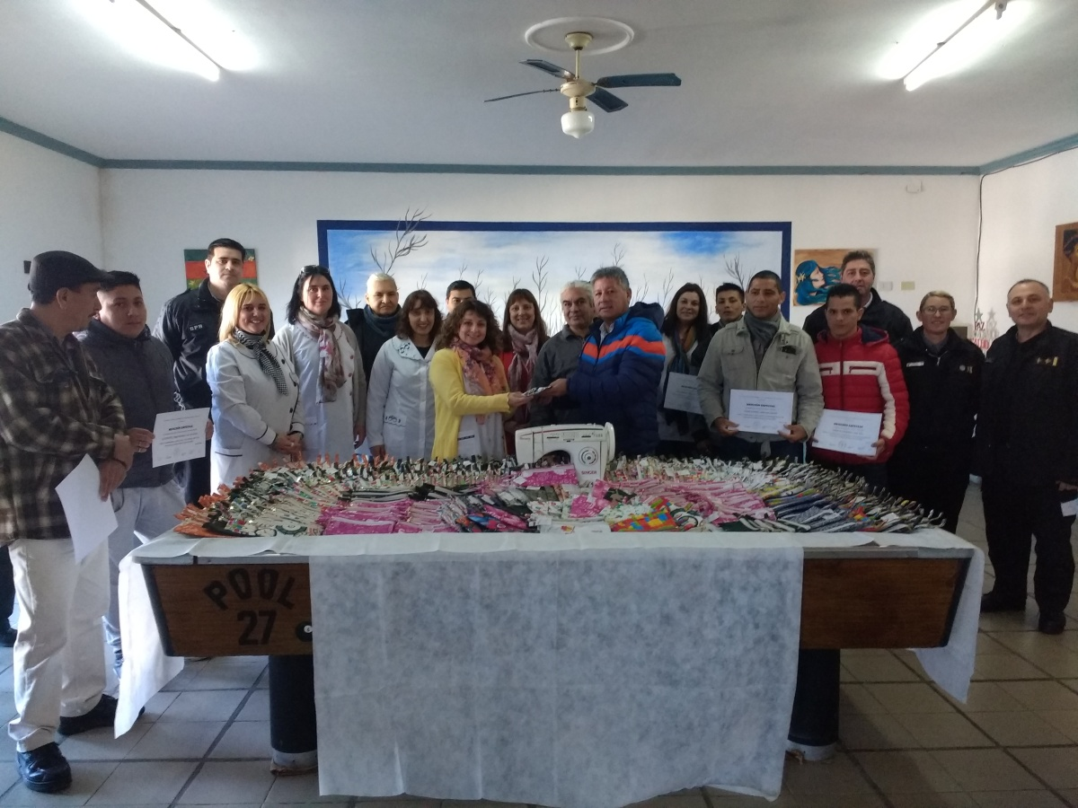 Internos de la Unidad 27 confeccionaron 550 cartucheras para alumnos de una escuela