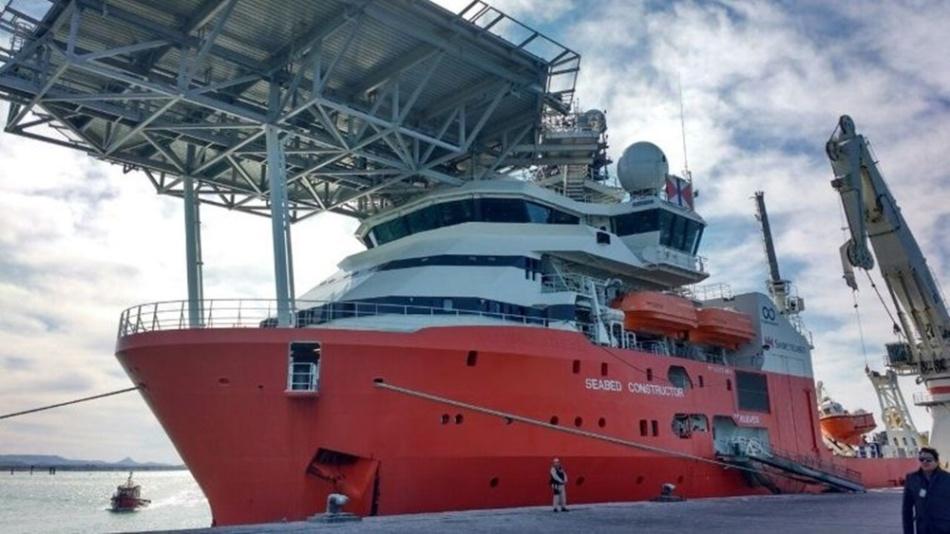 El buque que busca rastros del submarino perdido en el océano. (Armada Argentina)